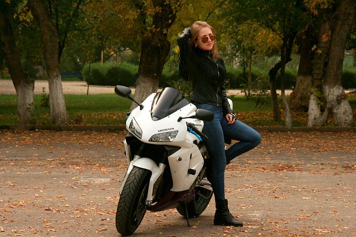 Steeds meer vrouwelijke motorrijders in Nederland