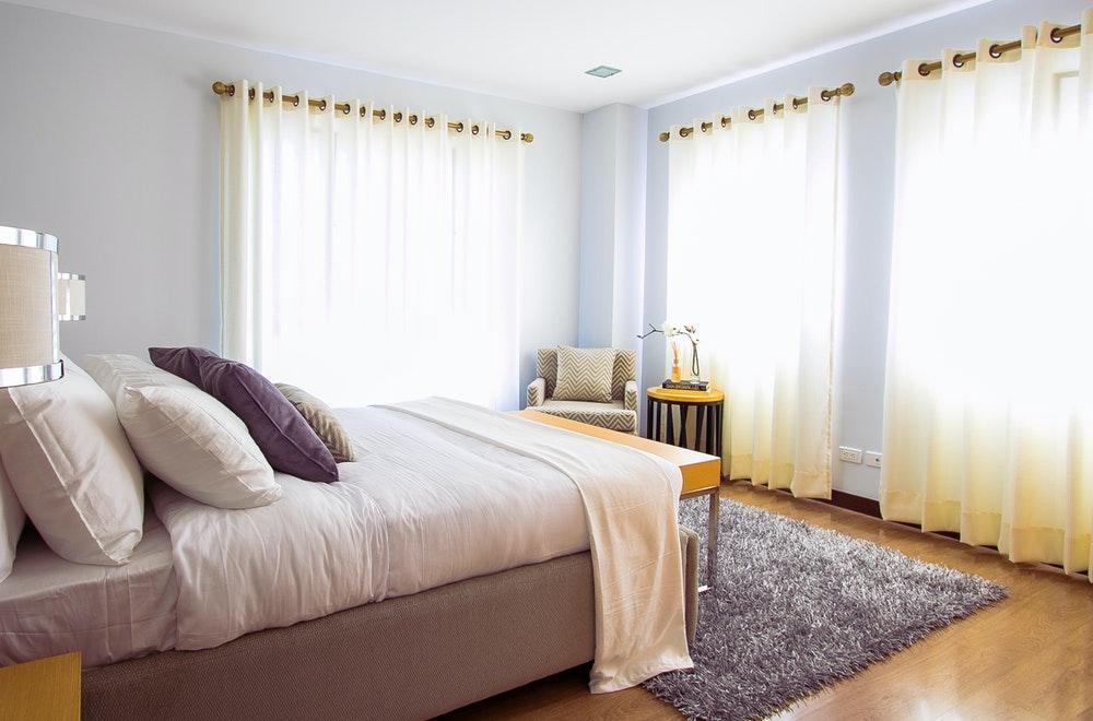 Raamdecoratie voor je slaapkamer